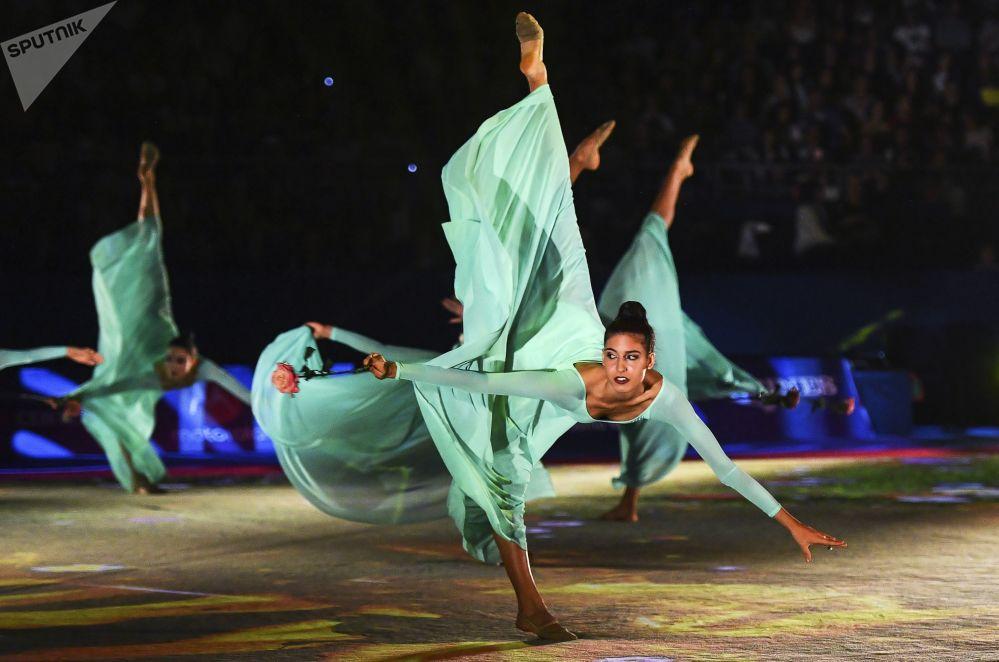Atletas da seleção italiana se apresentam durante o Mundial de Ginástica Artística, em Sofia, na Bulgária