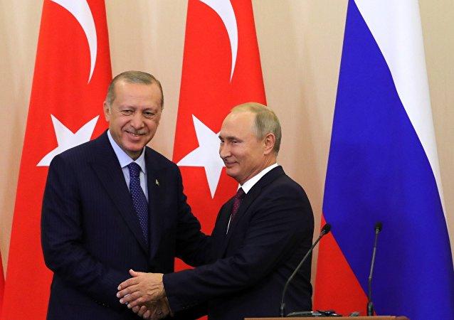 Presidente russo Vladimir Putin durante encontro com seu homólogo turco Recep Tayyip Erdogan em Sochi, em 17 de setembro de 2018