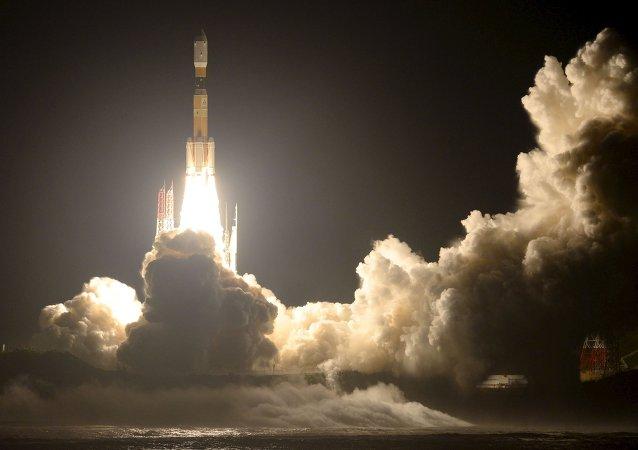 Lançamento do foguete portador H-IIB com a nave de carga Konotori-7 a partir do cosmódromo de Tanegashima