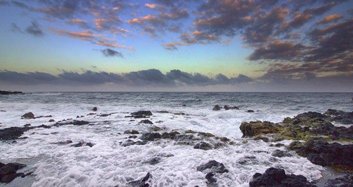 Praia no Havaí (imagem referencial)