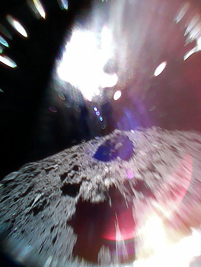 Superfície do asteroide Ryugu fotografada pelo Rover-1B