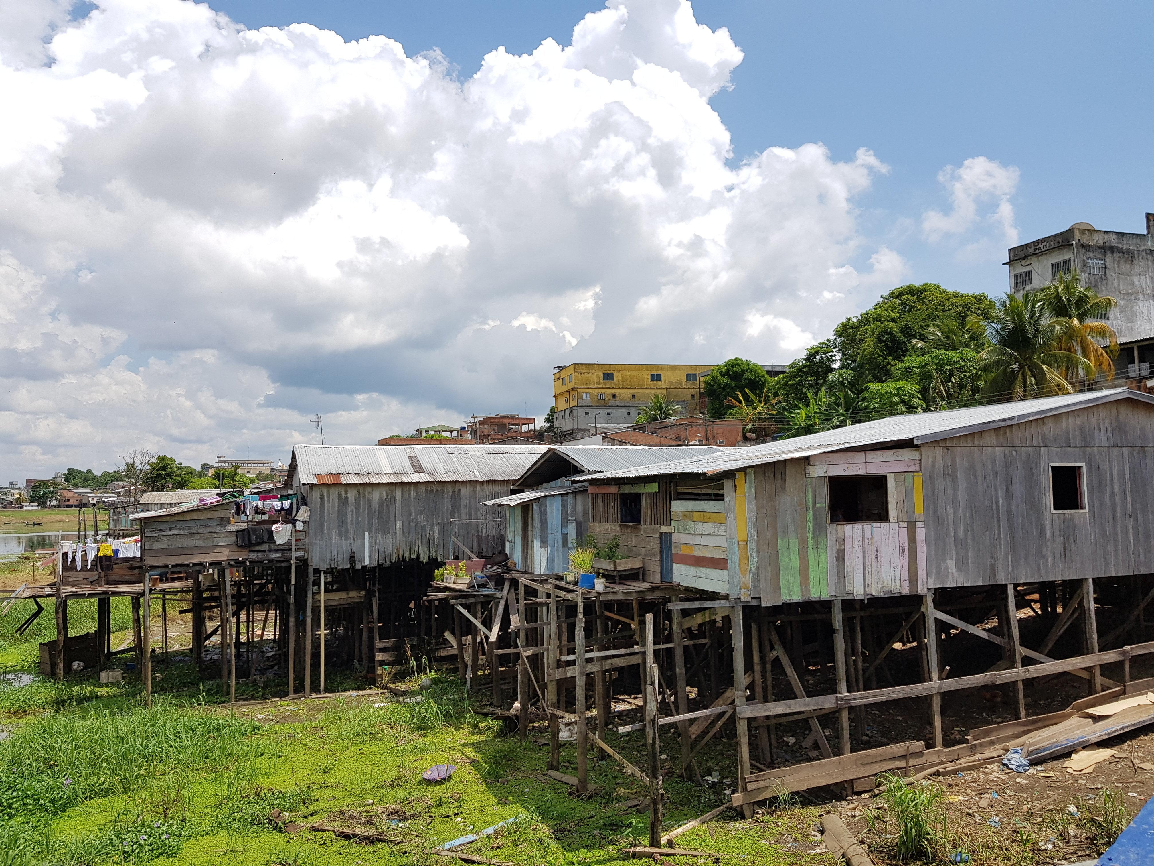 Palafitas e pequenos rios compõem a paisagem de Coari, a Capital dos Piratas na Amazônia