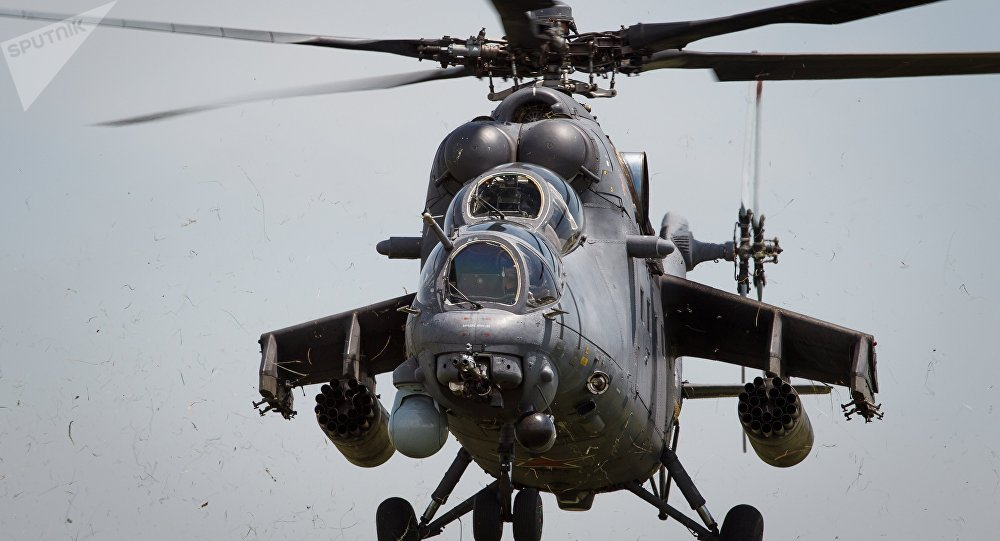 Helicópteros russos Mi-35M durante treinamento de voo na região russa de Krasnodar