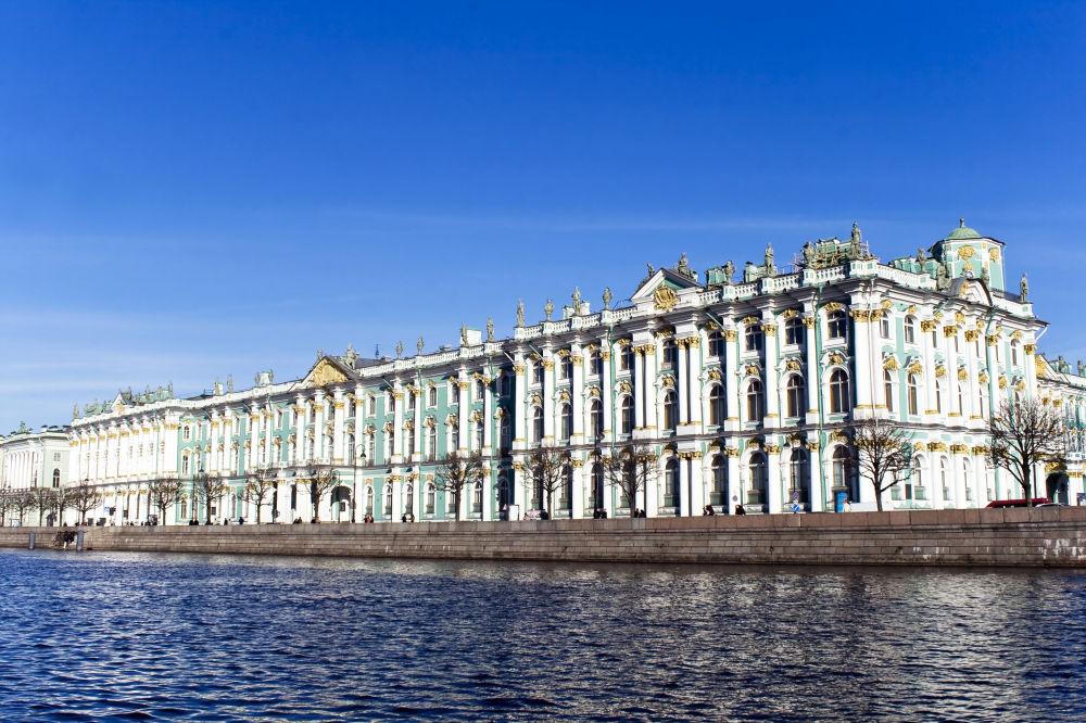 O Palácio de Inverno na cidade russa de São Petersburgo