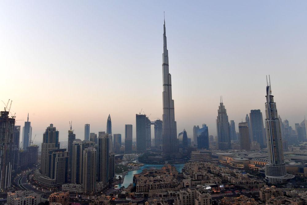 O Burj Khalifa Bin Zayid, o maior arranha-céu já construído, Dubai (Emirados Árabes Unidos)