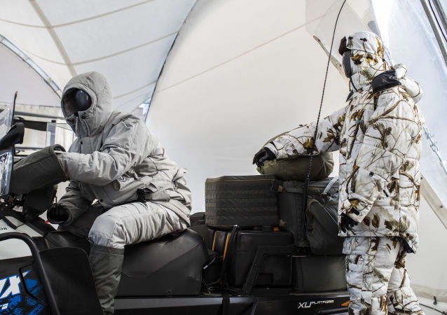 Conjunto de traje do Ártico desenvolvido pelo consórcio russo Kalashnikov