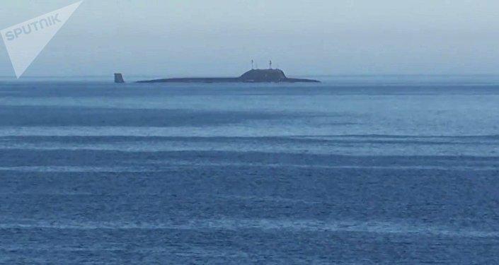 Submarino Severodvinsk do projeto Yasen-M russo no mar de Barents (foto de arquivo)