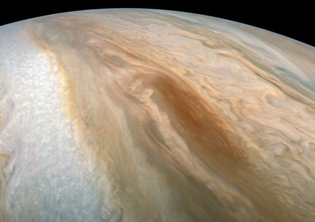 Barcaça marrom de Júpiter – região de ciclones fotografada pela sonda da NASA