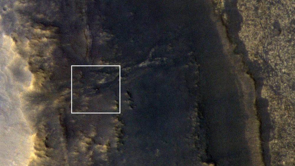 O rover marciano Opportunity no Vale de Perseverança do Planeta Vermelho, fotografado pela câmera HiRISE instalada a bordo da sonda MRO