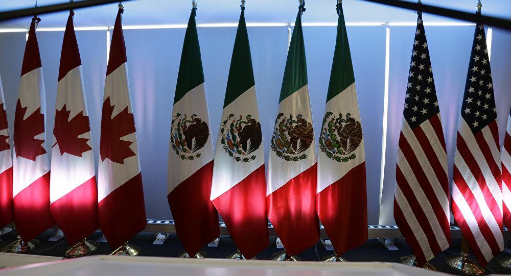 Bandeiras do Canadá, México e Estados Unidos em reunião do Nafta.
