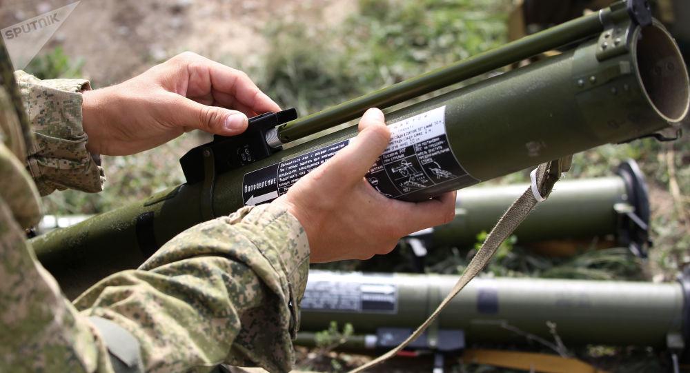 Militares com lança-granadas (foto de arquivo)