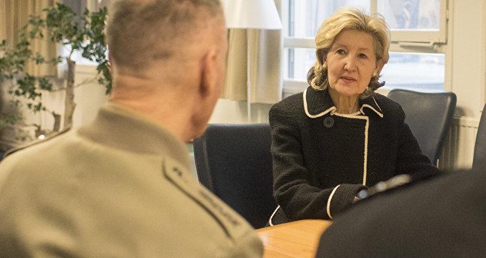 Embaixadora dos EUA na OTAN, Kay Bailey Hutchison