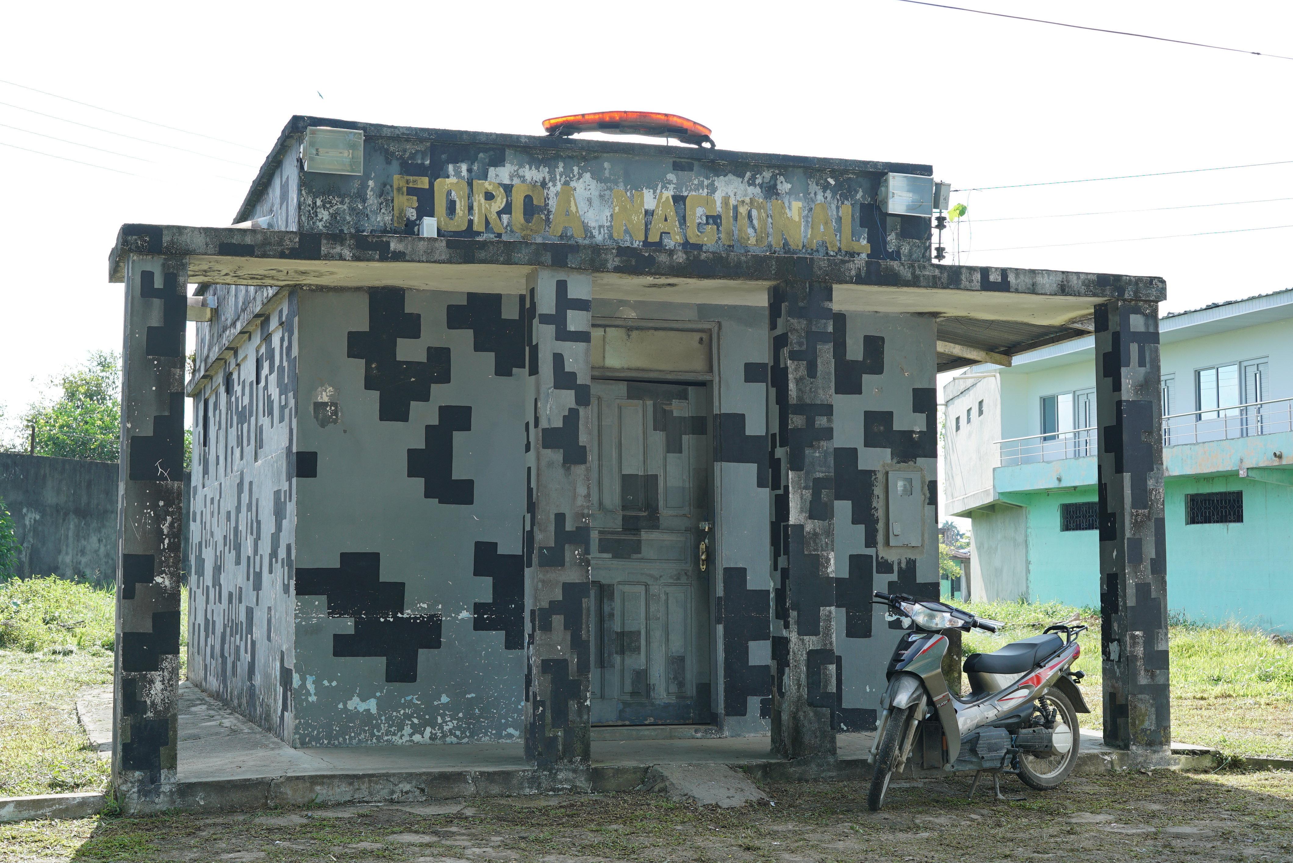 Fechado, prédio da Força Nacional é o mais próximo de uma fiscalização na fronteira entre Leticia (Colômbia) e Tabatinga (Brasil)
