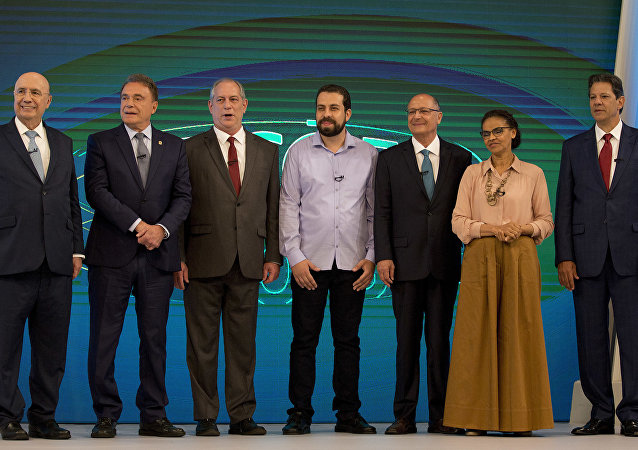 Candidatos posam antes do debate na Globo