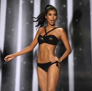 Participante do concurso Miss Colômbia 2018, Miriam Carranza, aparece no palco