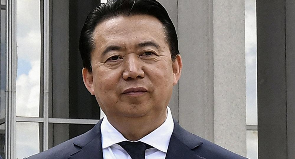 O Presidente da Interpol, Meng Hongwei, posa durante uma visita à sede da Organização Internacional de Polícia em Lyon
