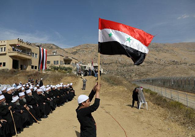 Drusos fazem manifestação em Majdal Shams, perto da linha de trégua entre Síria e Israel nas colinas de Golã