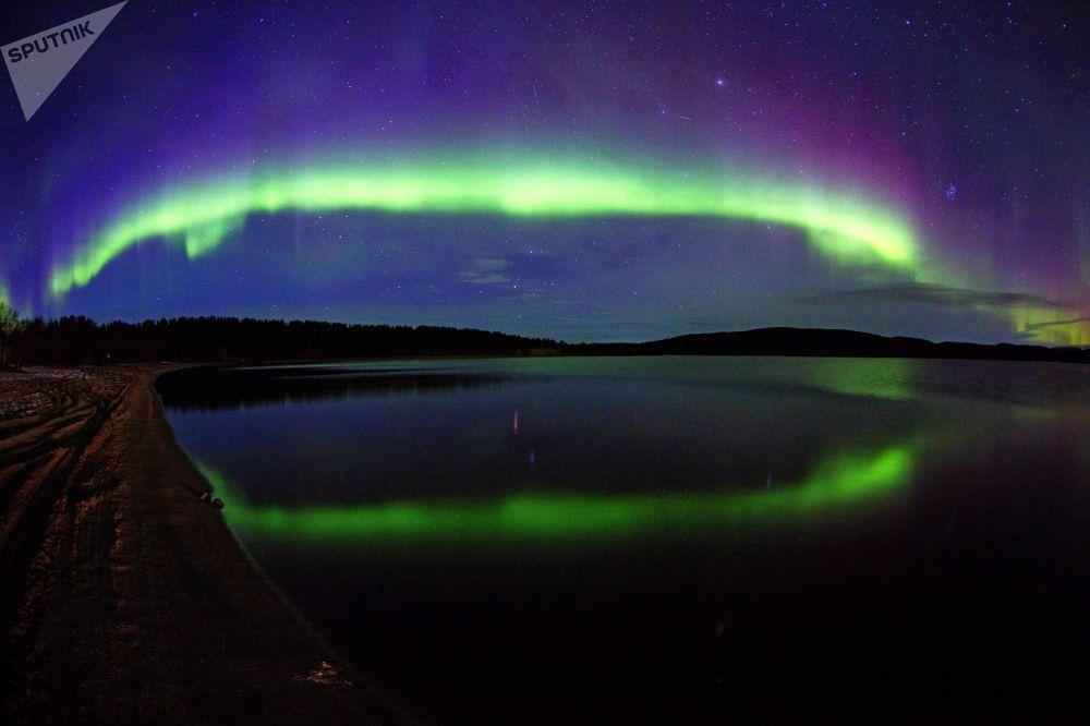 Aurora Boreal nas proximidades do rio Ura, na região de Murmansk, na Rússia