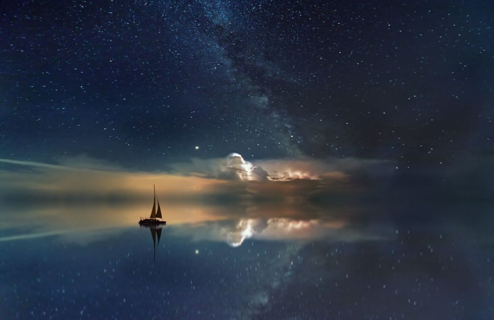 Via Láctea aparece nos céus por cima do oceano