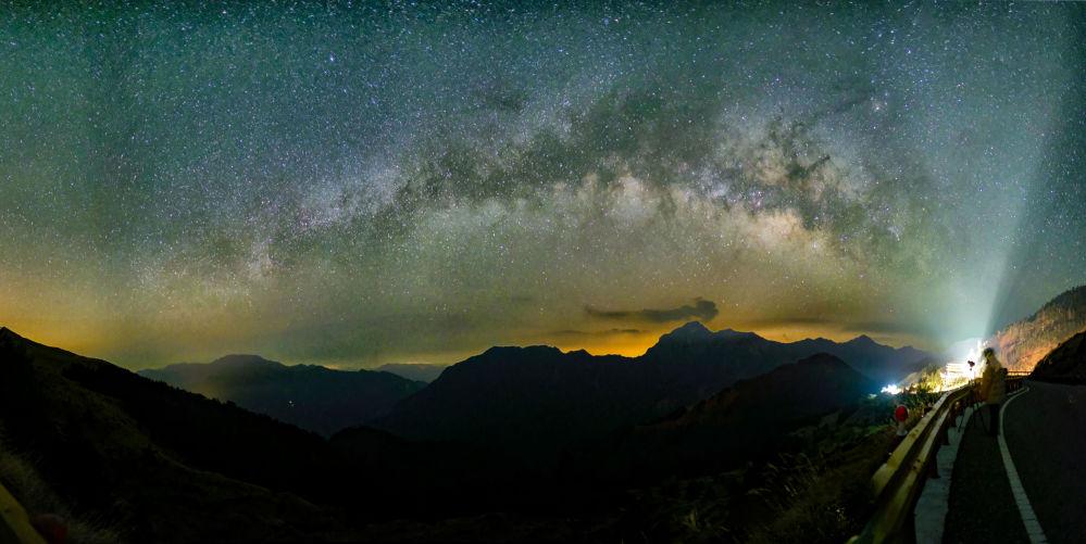 Via Láctea é vista desde a montanha de Hehuanshan, em Taiwan