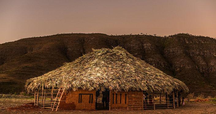 Aldeia do povo Xavante em meio ao bioma cerrado da Chapada dos Veadeiros (GO)