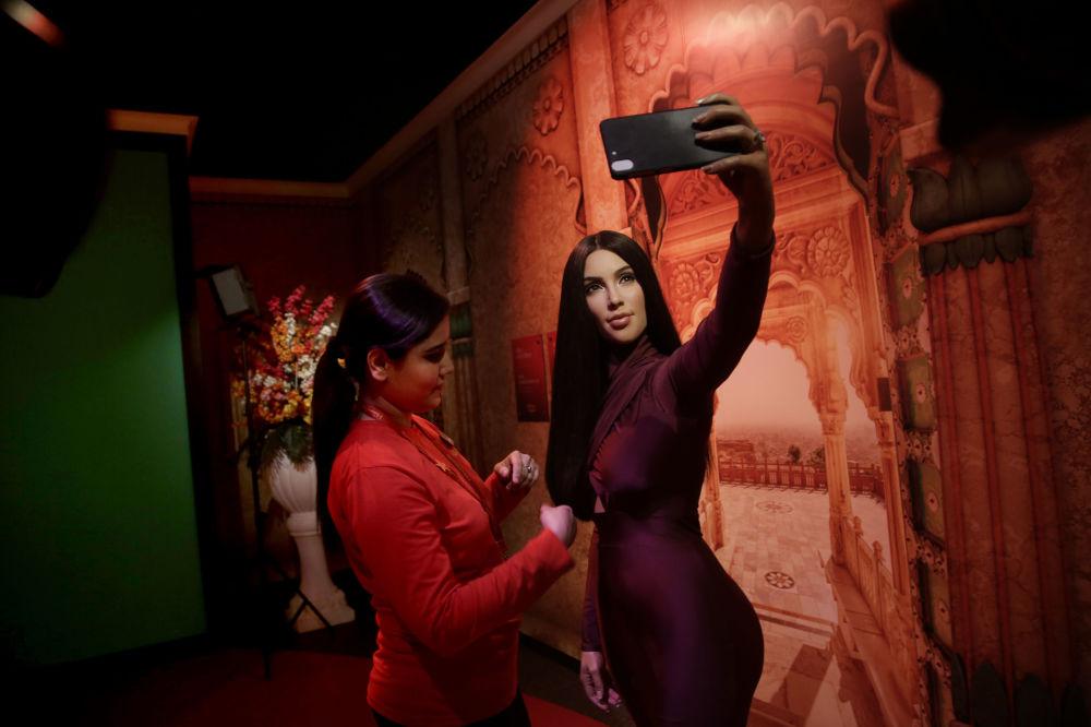 Estátua de cera retratando Kim Kardashian no Museu Madame Tussauds, em Nova Deli, na Índia