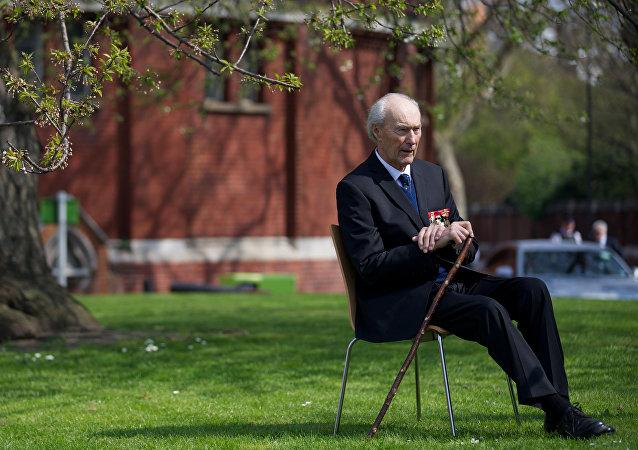 Heróis norueguês da Segunda Guerra Mundial, Joachim Ronneberg, aos 93 anos de idade