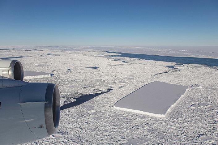 Iceberg retangular na Antártida