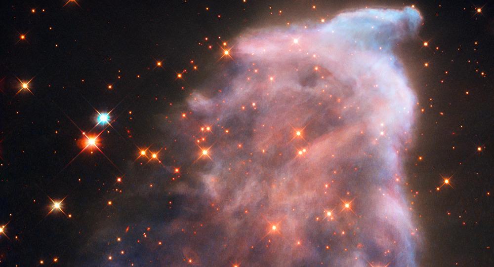 Fantasma de Cassiopeia, uma nebulosa oficialmente conhecida como IC 63 e localizada à distância de 550 anos-luz da Terra na constelação de Cassiopeia