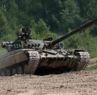Tanque T-64 durante treinamentos (imagem referencial)