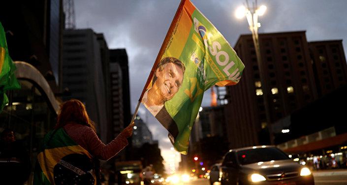 Bandeira com retrato de Jair Bolsonaro (PSL), 28 de outubro de 2018