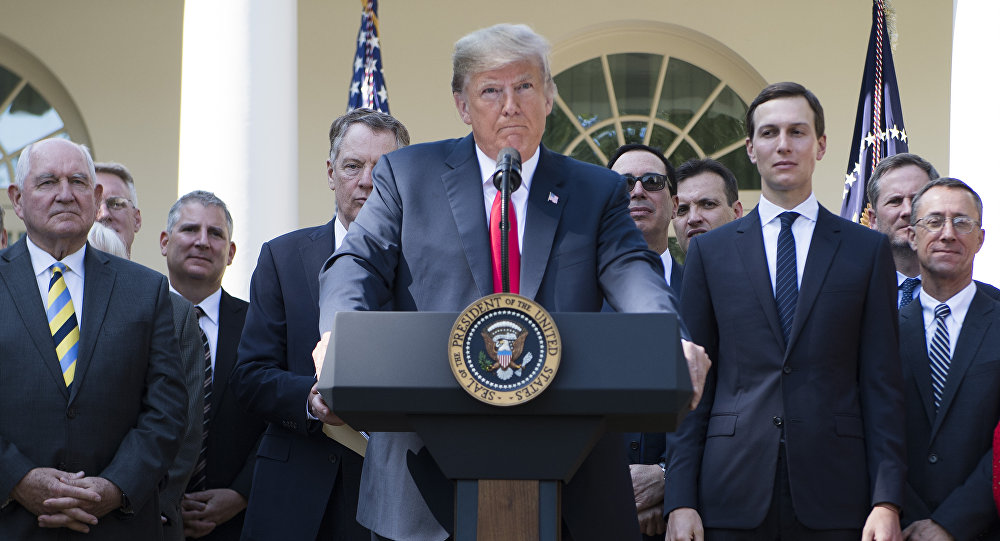 Presidente dos EUA, Donald Trump, fala do Jardim das Rosas da Casa Branca em Washington, em 1º de outubro de 2018