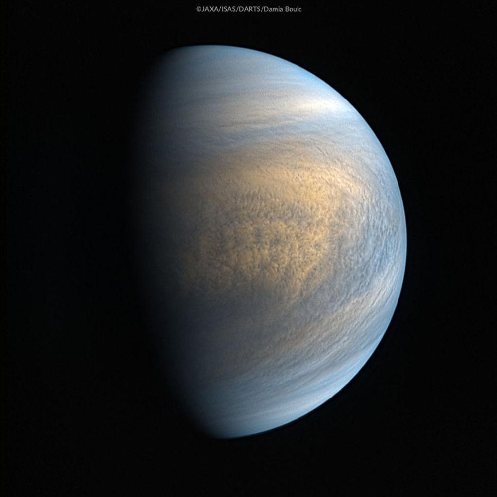 Vênus fotografada com uso de raios infravermelhos e câmeras ultravioletas da nave espacial japonesa Akatsuki