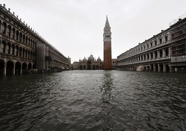 Foto tirada em 29 de outubro de 2018 mostra a Praça de São Marcos inundada durante alerta em Veneza