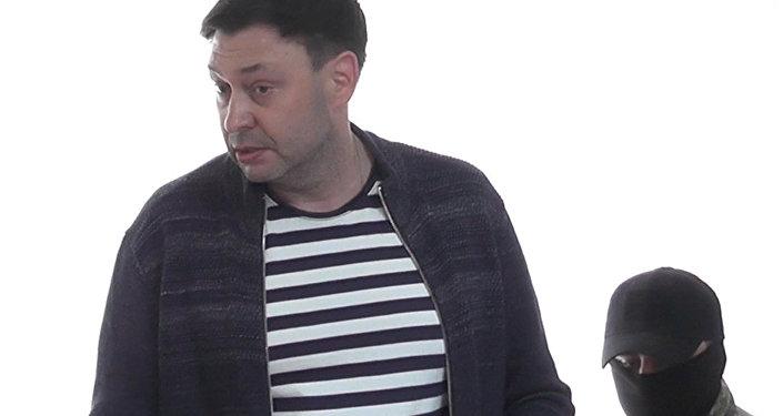 Chefe do site da RIA Novosti Ucrânia, Kirill Vyshinsky, no tribunal de Kherson, por suspeita de alta traição e apoio às autoproclamadas repúblicas do Donbass.