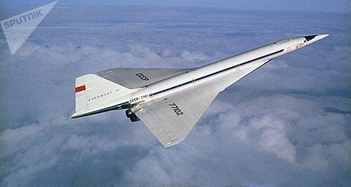 Avião comercial supersônico soviético Tu-144