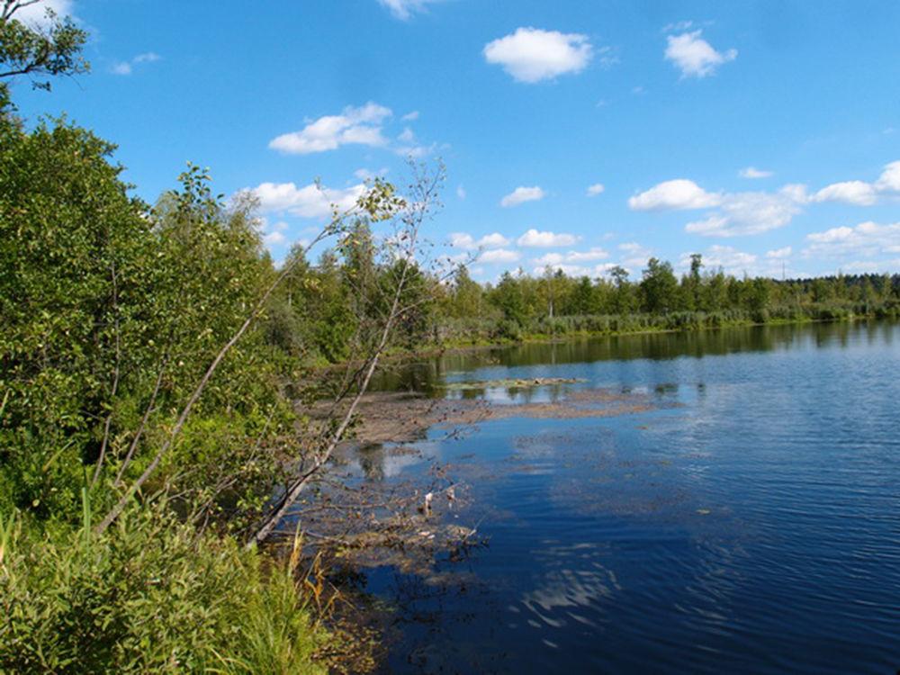 Lago Bezdonnoe (Insondável) na região de Moscou que surgiu em resultado do derretimento de geleiras