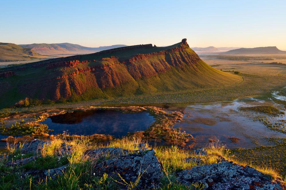 Um dos lugares mais enigmáticos da república de Khakássia, cume Sunduki, com cemitérios pré-históricos, pinturas rupestres e construções especiais que podem ter sido usadas para observar céu