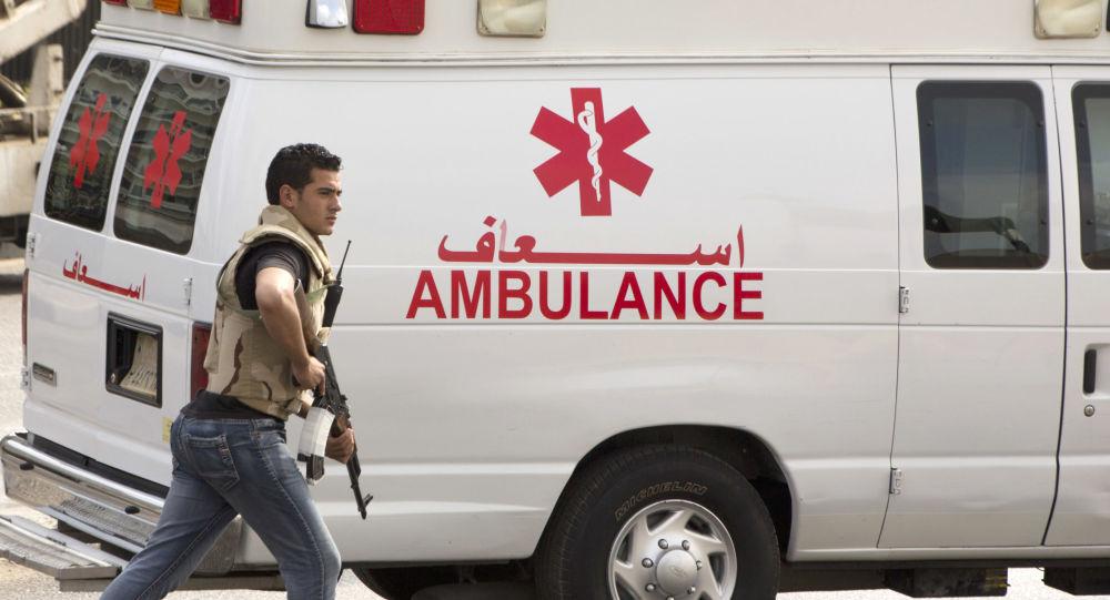 Guarda escolta ambulância no Cairo, Egito (foto de arquivo)