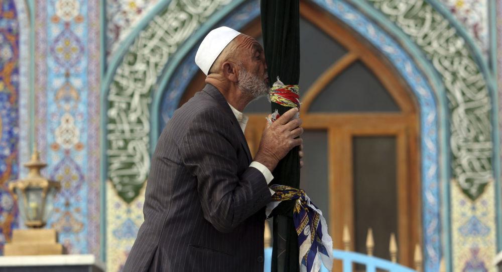 Afegão xiita no santuário Karti Sakhi em Cabul, Afeganistão, 30 de outubro de 2018
