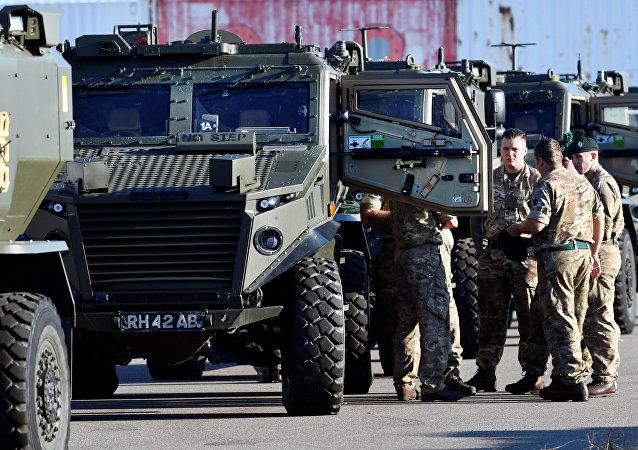 Militares da OTAN dirigindo-se para a Noruega a fim de participar das manobras Trident Juncture 2018