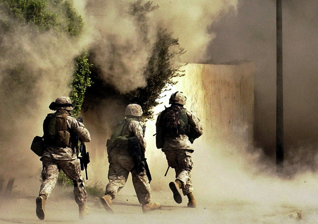 Militares americanos em missão na cidade de Ramadi em outubro de 2004, um ano e sete meses após a invasão do Iraque pelos EUA