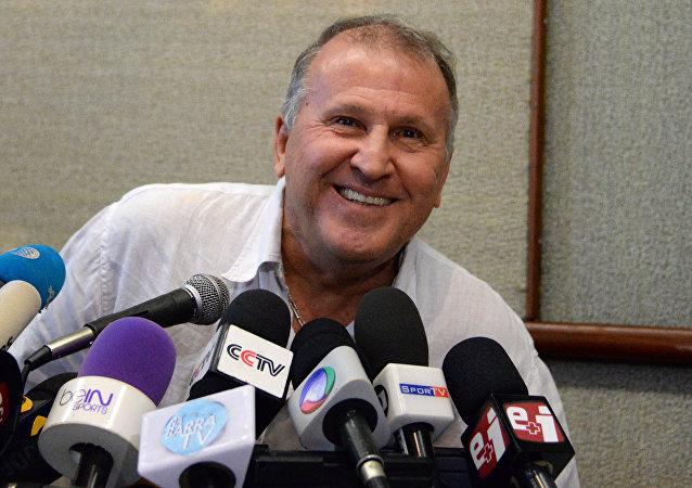 Zico confirmou nesta quarta-feira (10) sua intenção de concorrer à presidência da Fifa