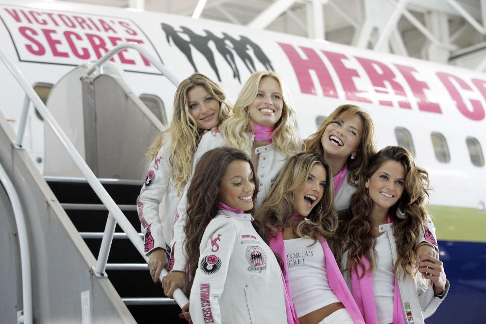 Modelos da Victoria's Secret em Nova York antes de voar para Los Angeles, onde decorreu o desfile anual da marca de lingerie, 14 de novembro de 2006