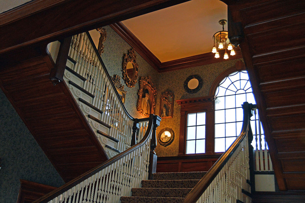 Foi o hotel Stanley, na cidade de Estes Park, Colorado, que inspirou o livro assustador de Stephen King, O Iluminado. Dizem, que pelos corredores do hotel anda uma mulher que teria morrido de frio no porão. Outros relatam ter visto a figura de uma criança.