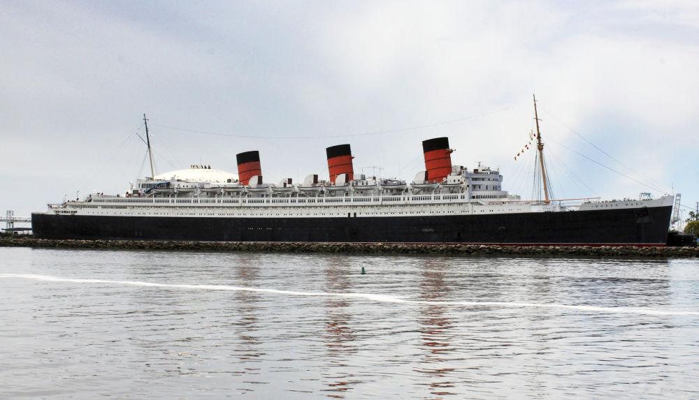O navio RMS Queen Mary, que hoje funciona como um hotel, é conhecido por ter atividades paranormais. Por qualquer razão, antes o transatlântico atraiu muitos suicidas que se jogaram ao mar de bordo do navio.