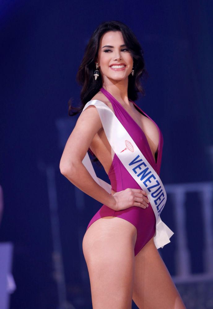 Miss Venezuela, Mariem Claret Velazco Garcia, se apresenta no palco durante o concurso Miss Beleza Internacional 2018, em Tóquio, em 9 de novembro de 2018, onde ganhou o 1º lugar