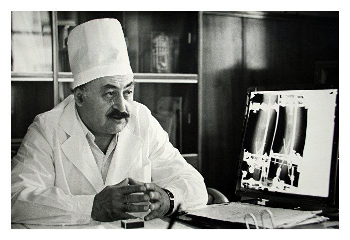 Gavriil Ilizarov, médico soviético conhecido por ter inventado o aparelho para alongamento ósseo