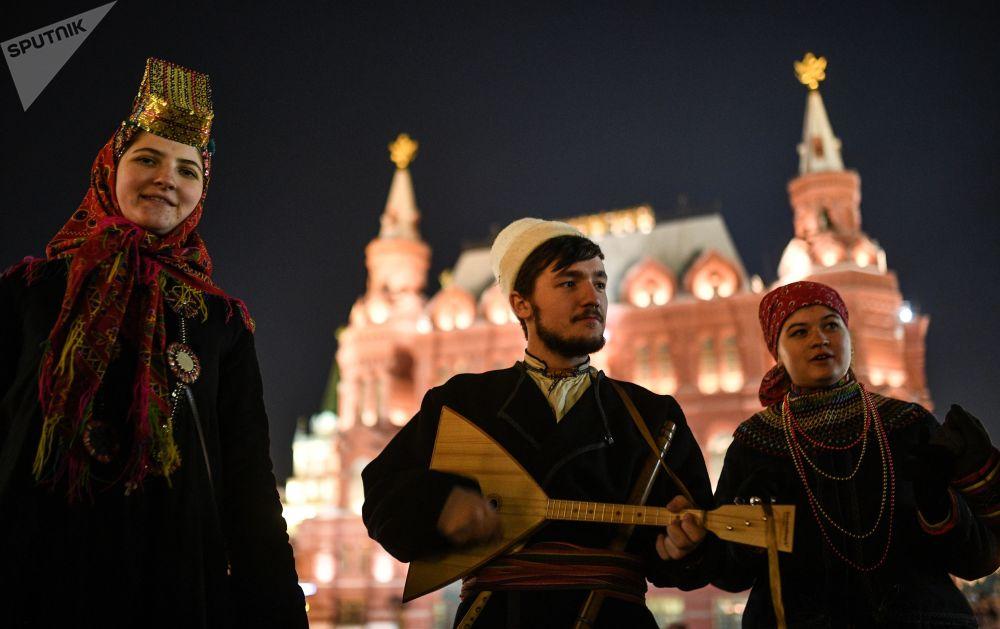 Artistas na Praça Manezhnaya, em Moscou, no Dia da Unidade de Povo