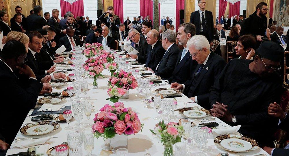 Mesa durante o lanche oferecido pelo presidente Macron aos líderes mundiais, em Paris, em 11 de novembro de 2018